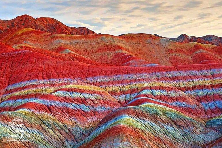 کوه های رنگی از جاذبه های تور قشم