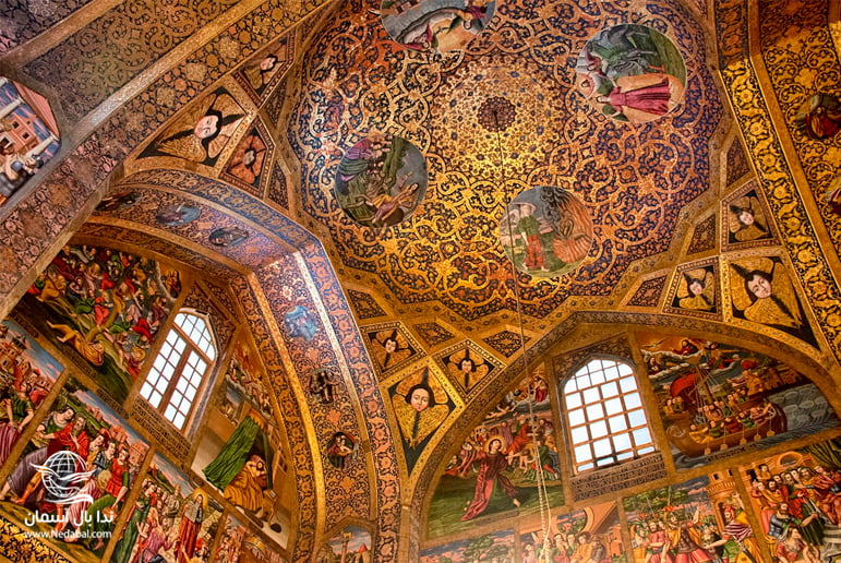 نقش و نگارهای سنتی از جاذبه های تور اصفهان